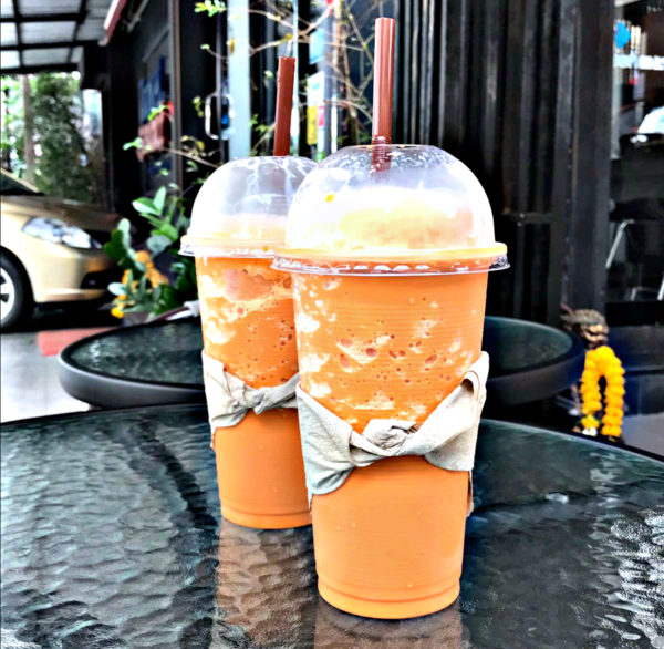 what makes thai iced tea that orange color men 39 s blog on travel fashion culture food and. Black Bedroom Furniture Sets. Home Design Ideas